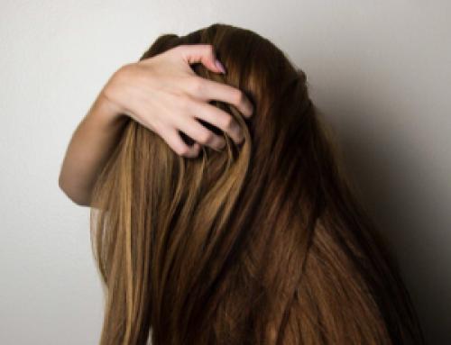 Sapevi che la caffeina influenza la crescita dei capelli?